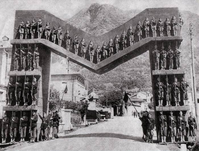 1928_Mussolini_visit_160714