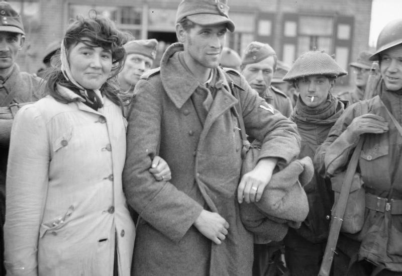 1944. Holland no ferjevel (nemet katona) onkent egyutt megy a fogsagba