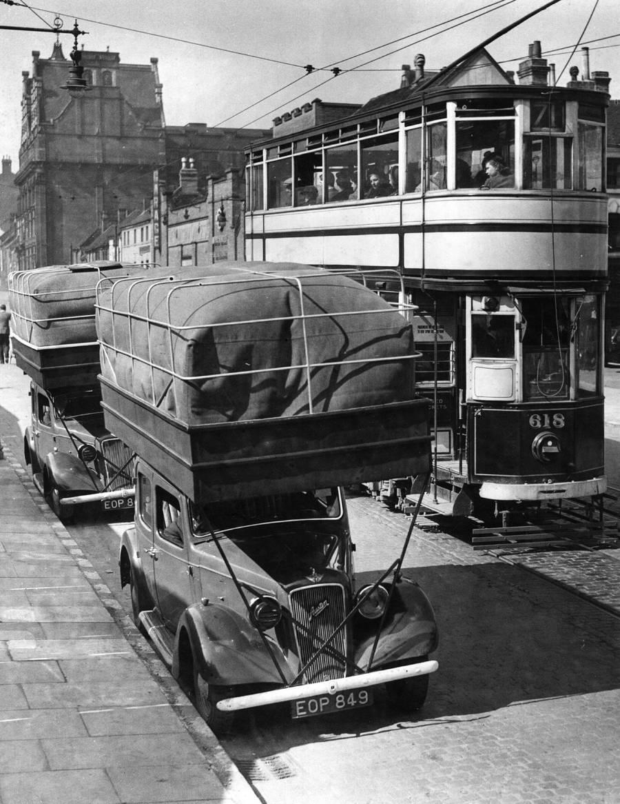 1940. Gazhajtasu taxik Londonban. A tetore helyezett zsakokban levo gazzal kb. 20-30 merfoldet tudtak megtenni. Raadaskent egy emeletes villamos.