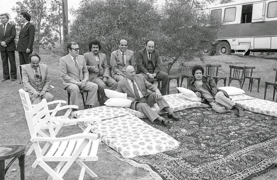 Muammar Gaddafi meets Bulgarian communist leader Todor Zhivkov in Libyan desert, 1984
