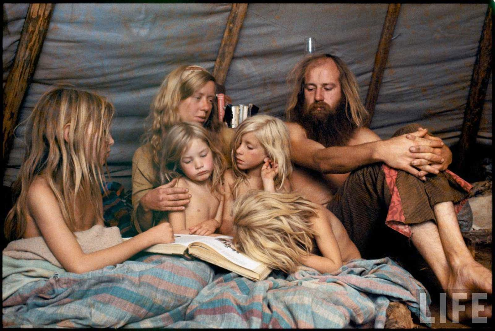 rare and unseen color photographs of america s hippie