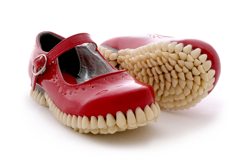 Bizarre-Shoes-With-artificial-Teeth-080115_0