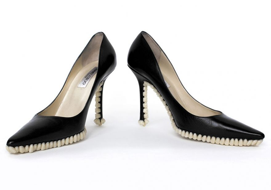 Bizarre-Shoes-With-artificial-Teeth-080115_2