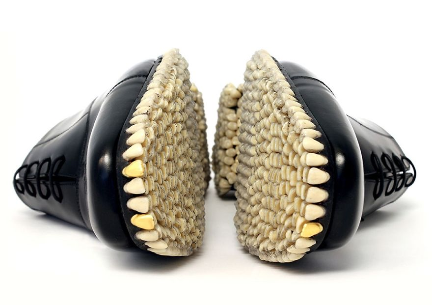 Bizarre-Shoes-With-artificial-Teeth-080115_5