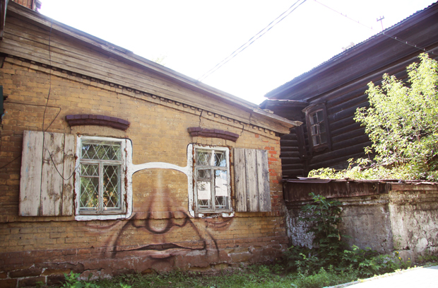 russian_street_artist_resurrects_old_buildings_230115_20