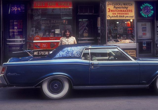 Street Life of Americans in The 1970s (14)