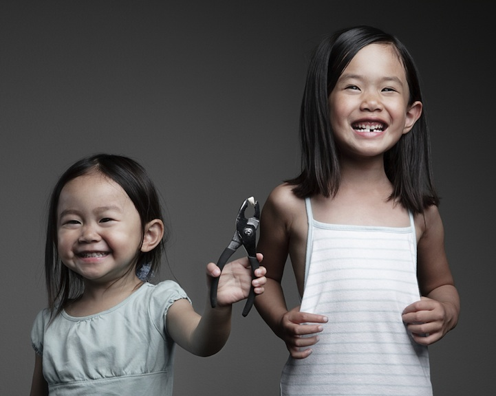 father-photographs-his-kids-in-creative-ways10