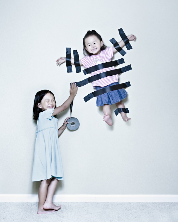 father-photographs-his-kids-in-creative-ways19