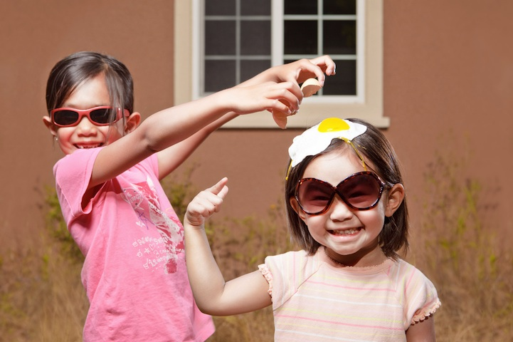 father-photographs-his-kids-in-creative-ways8