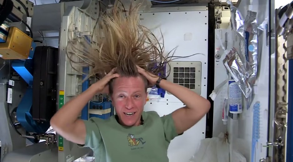 how-to-wash-your-hair-in-space