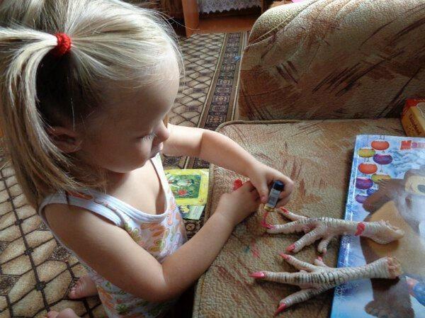 chicken-nail-paint-kid