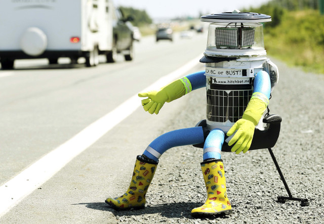 hitchbot-hitchhiking-robot-1