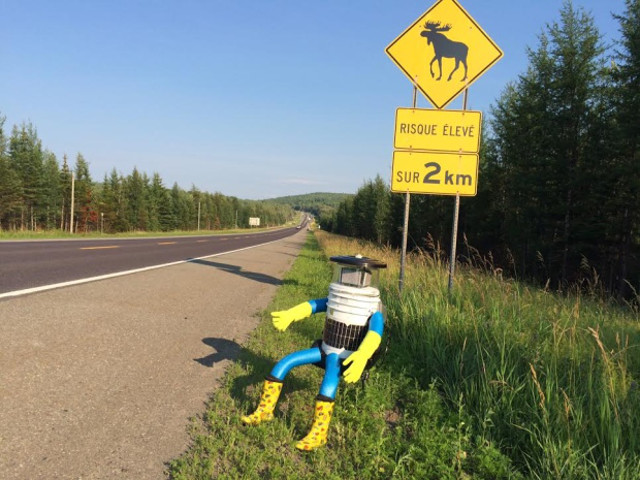 hitchbot-hitchhiking-robot-3