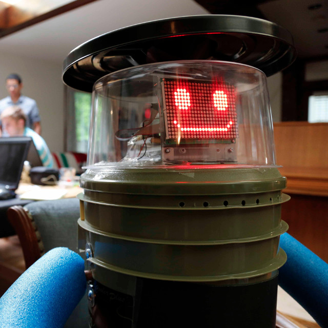 hitchbot-hitchhiking-robot-4