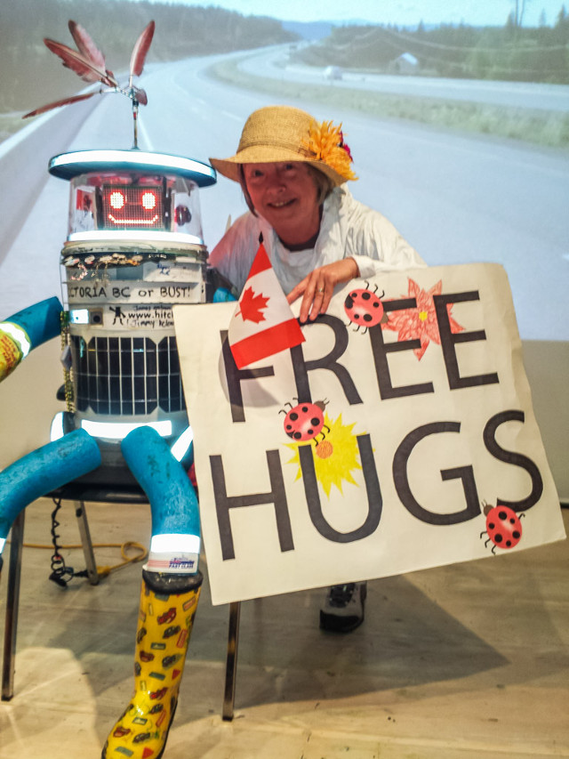 hitchbot-hitchhiking-robot-5