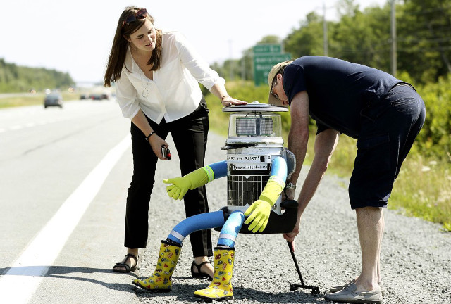 hitchbot-hitchhiking-robot-8