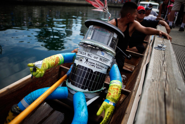 hitchbot-hitchhiking-robot-9