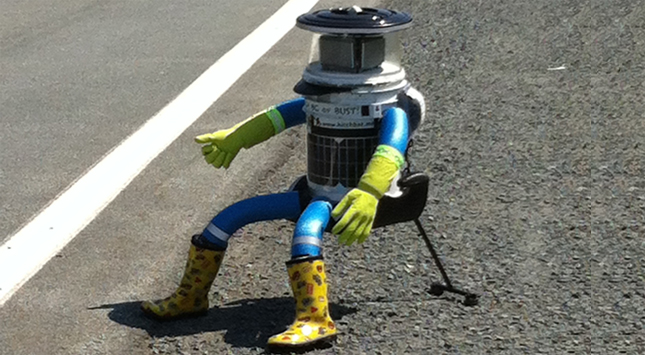 hitchbot-hitchhiking-robot-fb