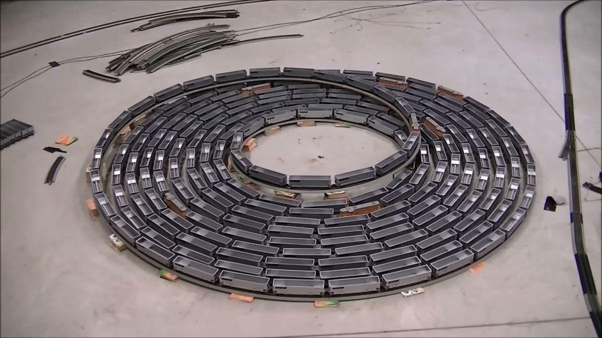 infinite-loop-train