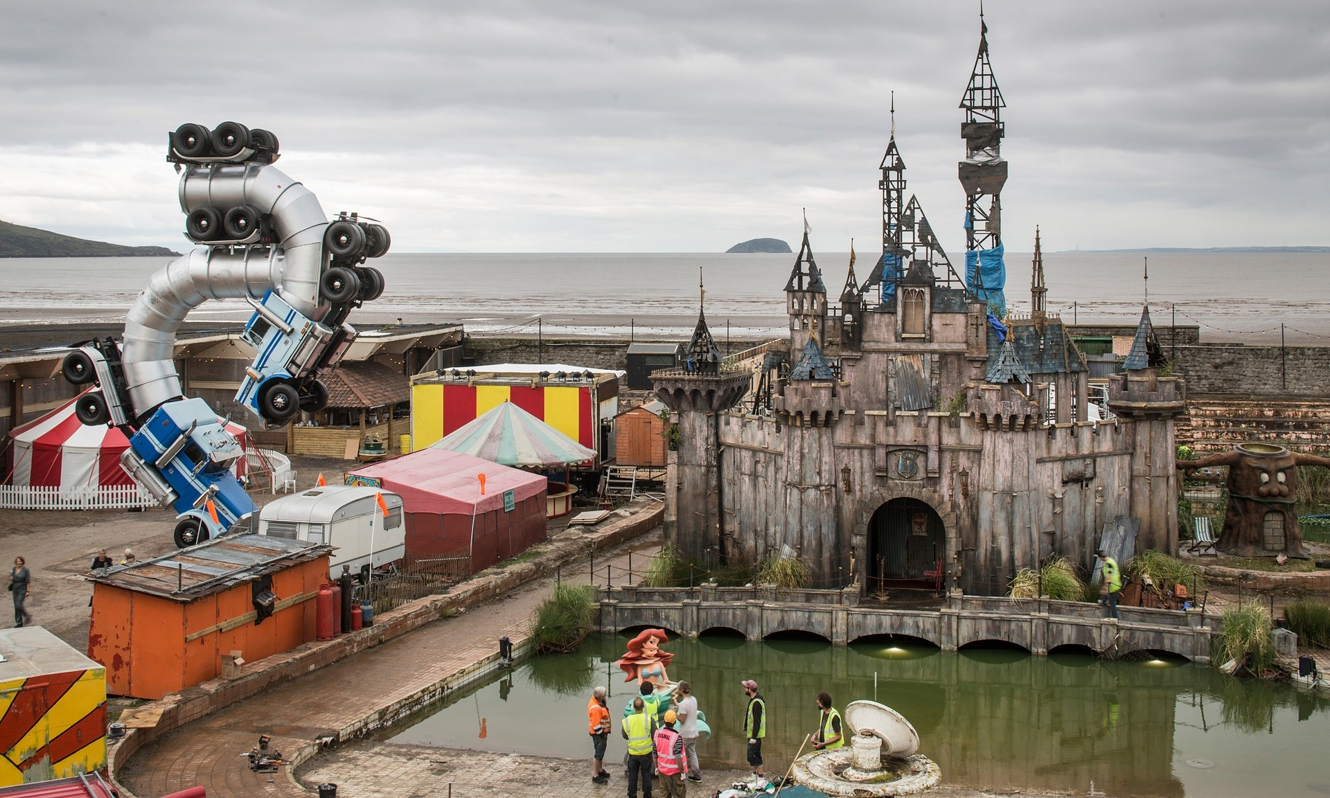 dismaland-bemusement-park-closed_1b