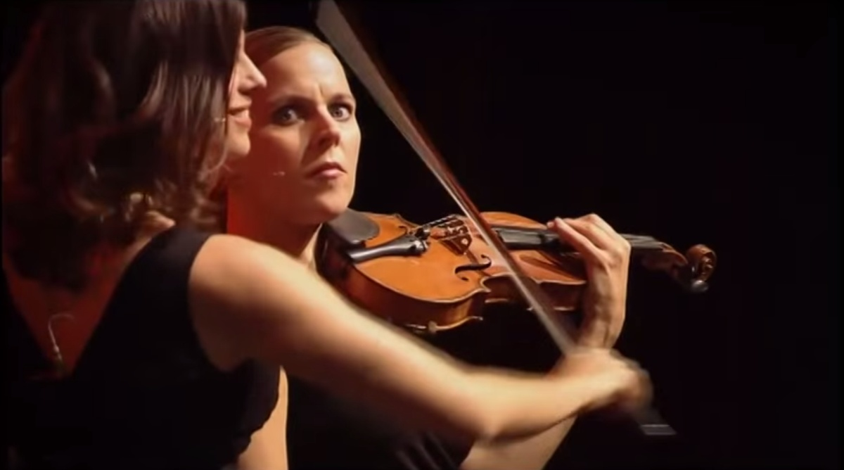 interesting-orchestra-woman-players-funny