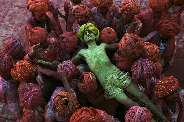 amazing-photos-of-faraway-places-by-steve-mccurry-13
