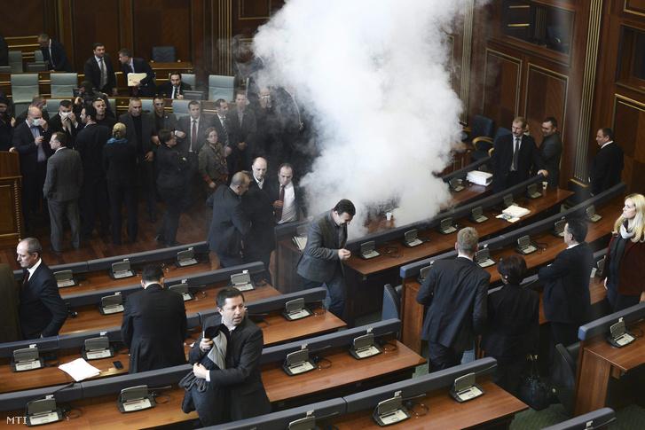 kosovo-parliament-mps-gas-masks1
