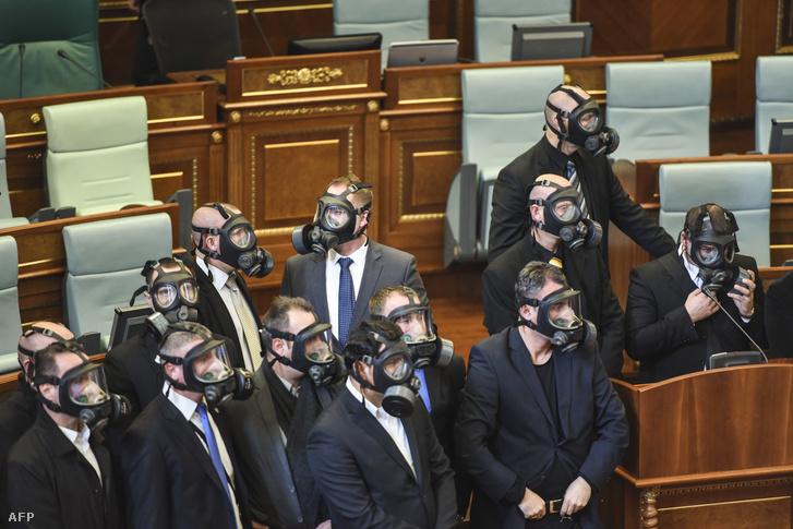 kosovo-parliament-mps-gas-masks2