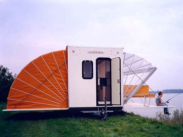 incredible-camper-folds-out-to-triple- its-size-2