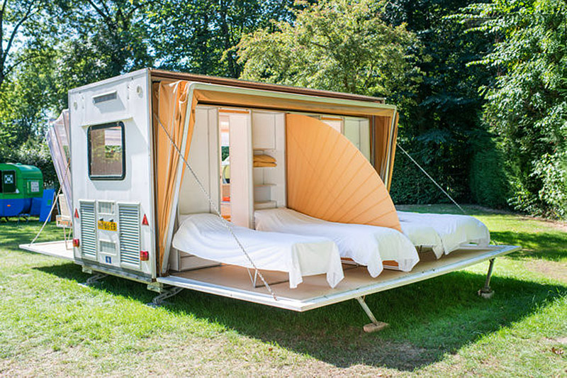 incredible-camper-folds-out-to-triple- its-size-2b
