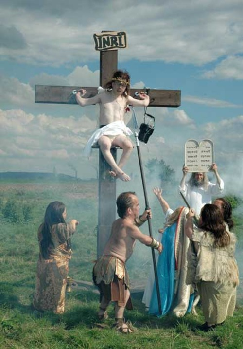 most-disturbing-crucifiction-dwarves