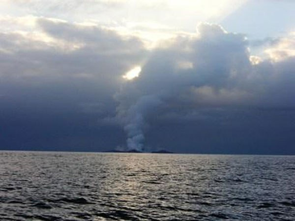 boaters-witness-birth-of-an-island-underwater-volcano-13