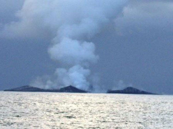 boaters-witness-birth-of-an-island-underwater-volcano-16