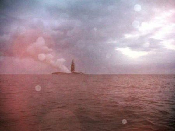 boaters-witness-birth-of-an-island-underwater-volcano-17