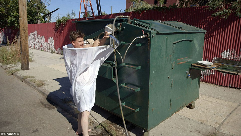 guy-lives-in-dumpster-when-in-new-york-city-1