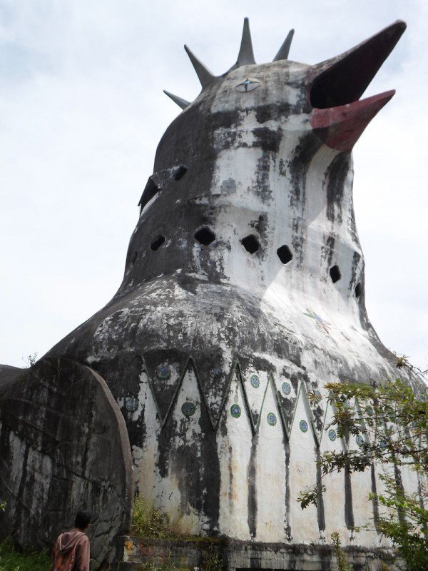 man-builds-myterious-chicken-church-in-middle-of-Indonesian-jungle-2