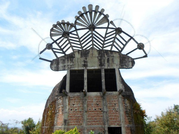 man-builds-myterious-chicken-church-in-middle-of-Indonesian-jungle-5