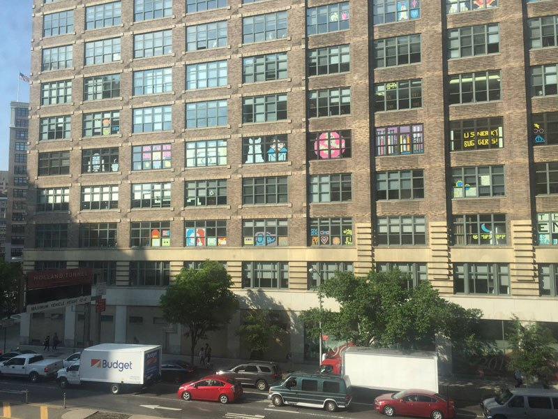 employees-in-two-buildings-wage-deadly-post-it-war-against-each-other-3