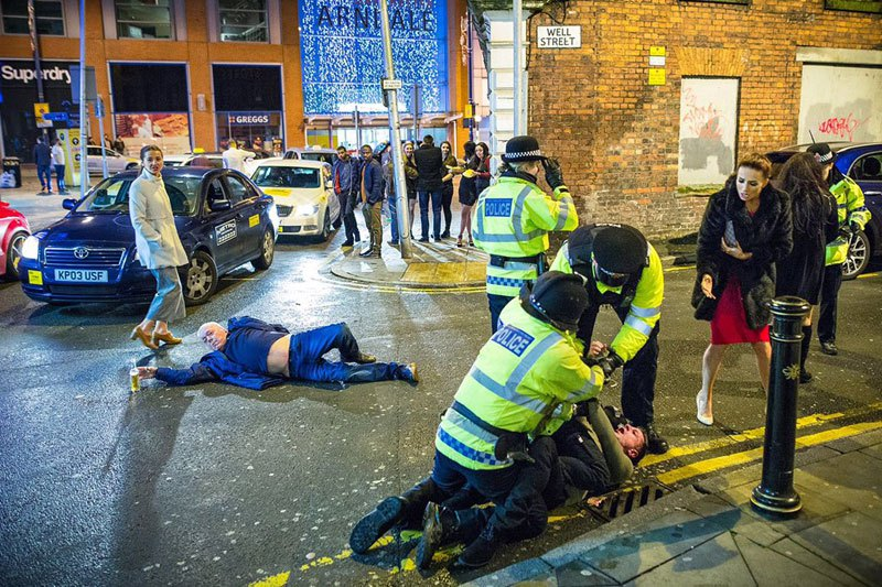 drunken-nye-photo-from-manchester-is-renaissance-masterpiece-1