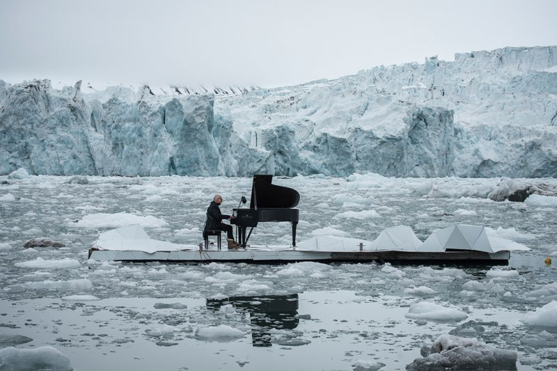 musician-plays-piano-in-the-middle-of-the-arctic-as-glacier-melts-behind-him-3