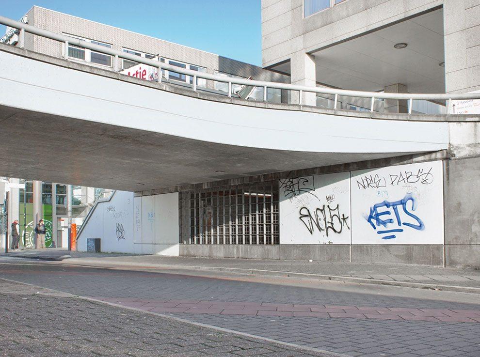 street-artist-makes-graffiti-legible-11