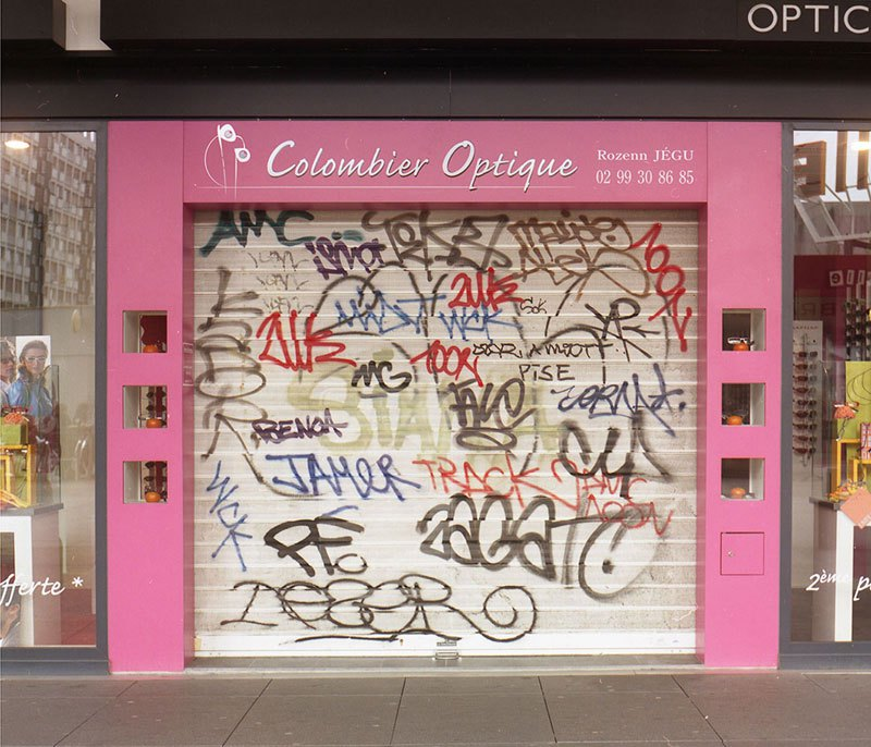 street-artist-makes-graffiti-legible-18