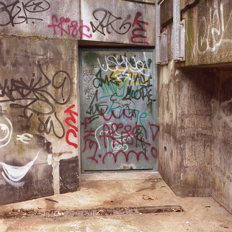 street-artist-makes-graffiti-legible-3