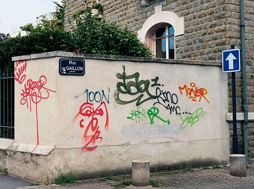 street-artist-makes-graffiti-legible-7