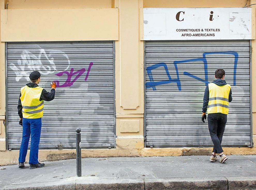street-artist-makes-graffiti-legible-9
