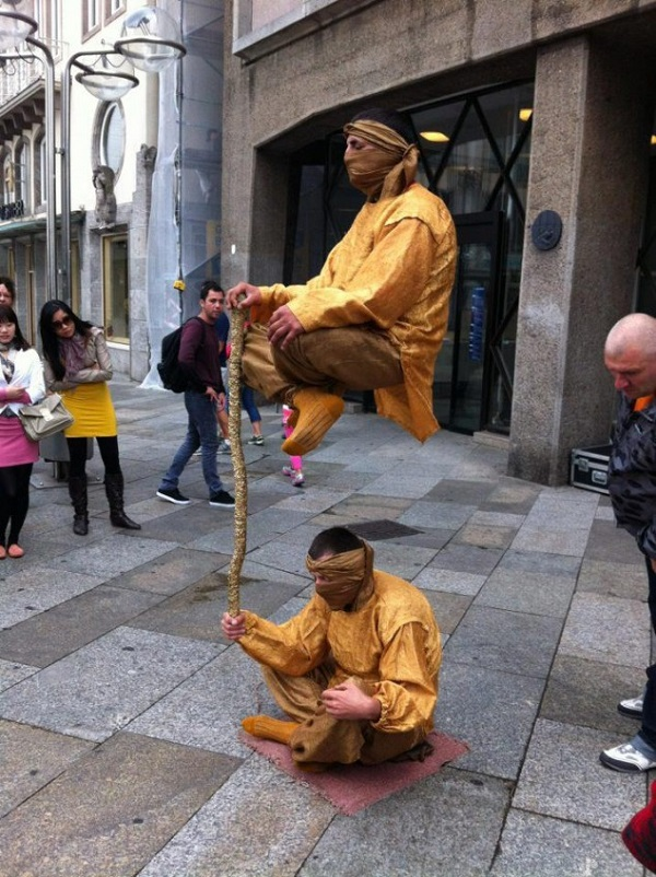 levitating-street-performers-exposed-4