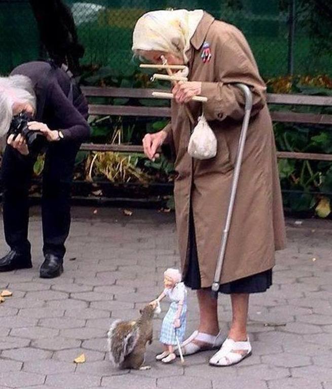 old-lady-feeds-squirrel-with-her-marionette-version